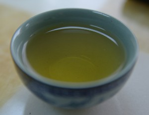 Small_cup_of_green_tea