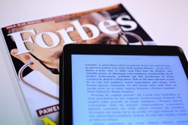 forbes_magazine_reading_business_kindle_ereader_technology-860753.jpg!d